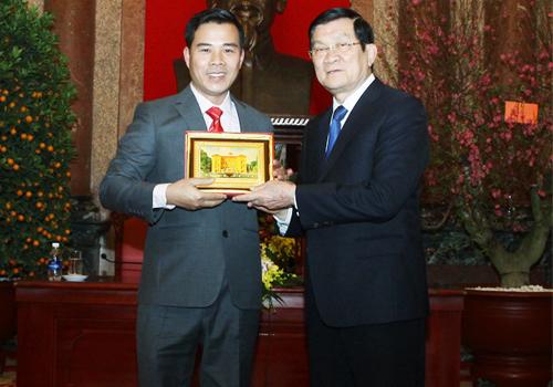 Nhà Sáng chế Nguyễn Hải Châu nhận kỷ niệm chương của Chủ tịch nước Trương Tấn Sang