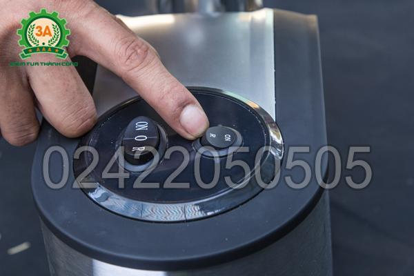Nút bật/tắt của Máy đùn cám hạt cho chim 3A650W