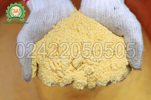 Cám ngô sau khi nghiền bằng máy nghiền cám, mùn cưa 3A7,5Kw không vòi hút