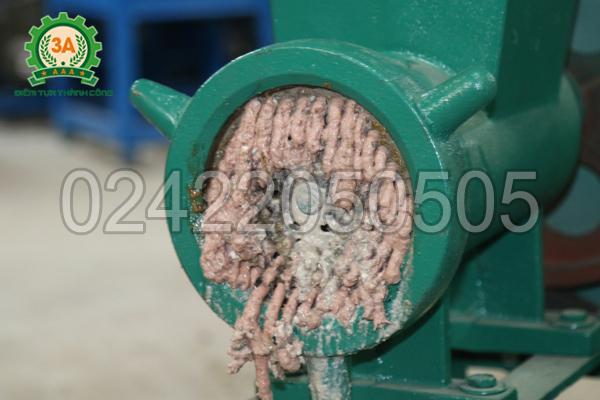 Xương lợn đã nghiền với Máy nghiền ốc, xay cua 3A4Kw