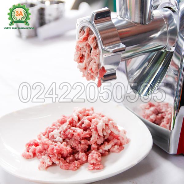 Thịt được xay bởi máy xay thịt, nạo rau củ đa năng 3A400W