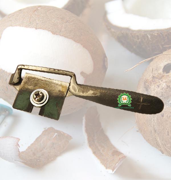 Tự làm mứt dừa với dụng cụ cạo vỏ cùi dừa