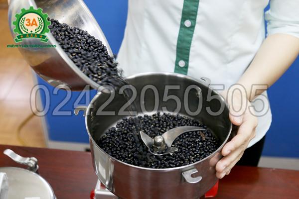 Nghiền đỗ đen bằng Máy nghiền bột siêu mịn 3A2Kg