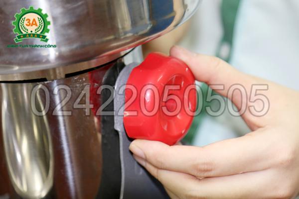 Điều chỉnh độ nghiêng của máy nghiền bột siêu mịn 3A2Kg