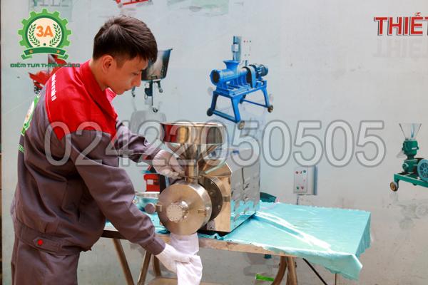 Cửa thoát sản phẩm sau khi xay của máy xay bột ngũ cốc 3A3Kw