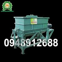 Sản phẩm Máy trộn thức ăn gia súc 3A5,5Kw (Máy trộn ngang)