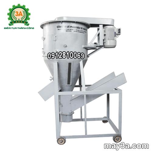 Máy trộn cám (máy trộn đứng) 3A5,5Kw giúp trộn thức ăn gia súc hiệu quả