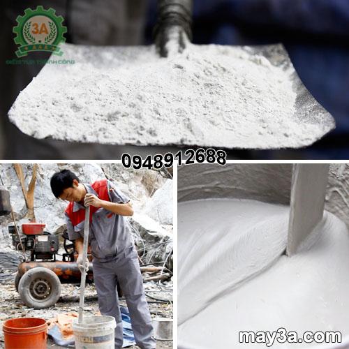 Kỹ thuật viên trộn bột nở tách đá thành vữa