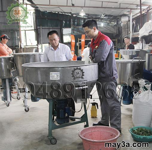 Khách hàng mua Máy trộn thức ăn cho gà 1 pha 3A3Kw