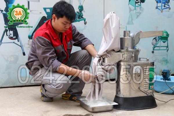 Bột thành phẩm nghiền bằng Máy xay bột khô 3A LM2.2Kw