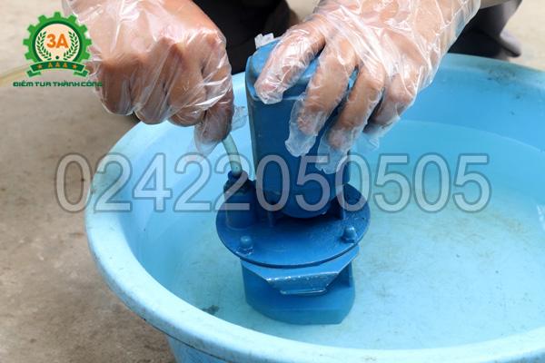 Máy xay bột khô 3A LM2.2Kwcó bơm hút nước làm mát cối nghiền khi xay bột