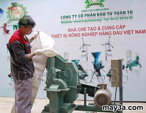 Buộc túi đựng nguyên liệu của Máy nghiền ngô 3A S7,5Kw