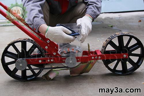 Kỹ thuật viên vệ sinh Dụng cụ gieo hạt giống một hàng 3A (kiểu xe đẩy)