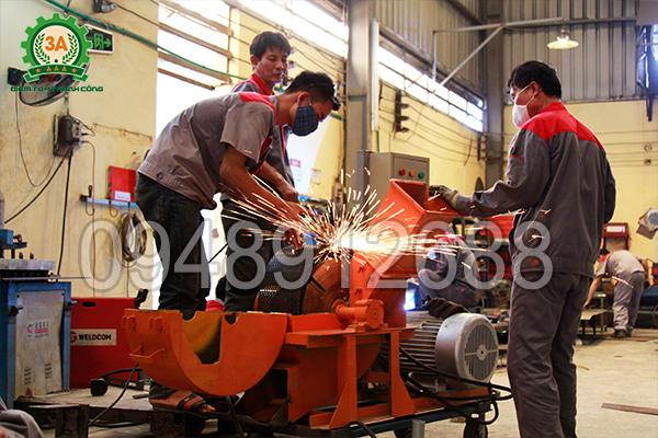 Các bộ phận của Máy băm nghiền cây gỗ 3A15Kw được lắp ráp cẩn thận