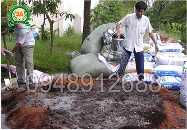 Máy làm xơ dừa 3A4Kw: Bổ sung độ ẩm cho đống ủ
