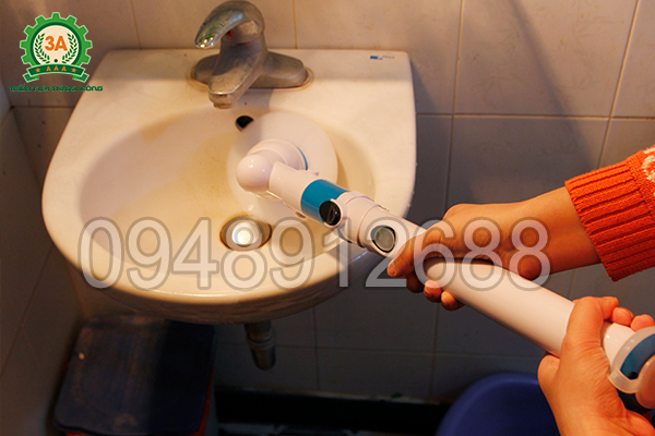 Chổi cọ rửa vệ sinh đa năng 3A dễ dàng cọ sạch các ngóc ngách trên bồn rửa mặt