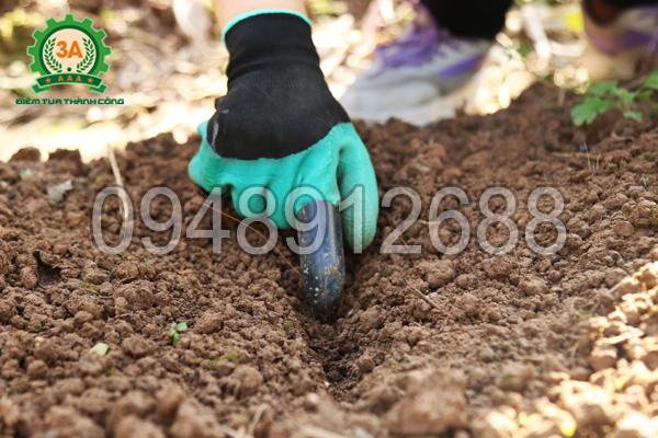 Găng tay làm vườn thông minh 3A - rạch đất để gieo hạt