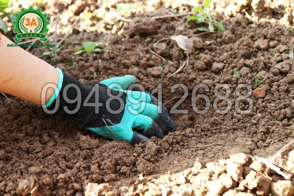 Găng tay làm vườn thông minh 3A - Đào đất để trồng cây con
