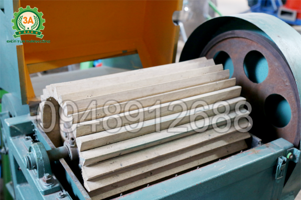 Lô tách làm bằng gỗ, giảm số hạt bị vỡ trong quá trình máy tách hạt lạc khô 3A3Kw hoạt động