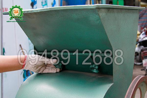 Sử dụng tấm điều chỉnh nguyên liệu của Máy tách hạt lạc khô 3A3Kw