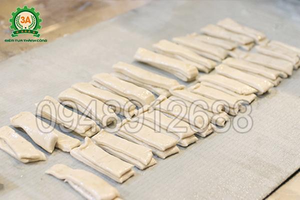 Dải bột sau khi cắt bằng Máy thái quẩy 3A