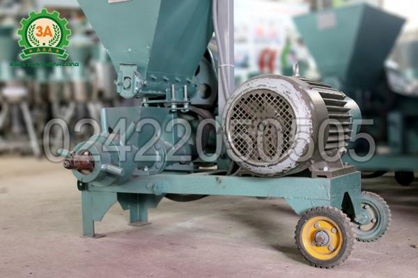 Máy ép cám viên nổi 3A7,5Kw (cấp liệu bán tự động) được làm từ thép cao cấp