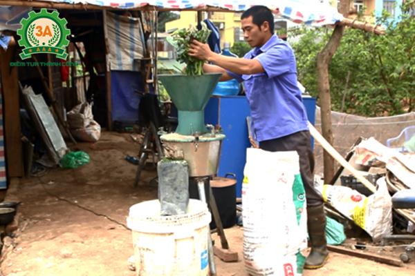 Anh Huy sử dụng máy băm nghiền đa năng 3A tại trang trại của mình
