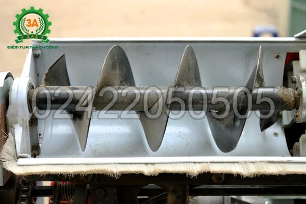 Đầu thu nguyên liệu dạng cánh vít của Máy hút thóc đóng bao 3A
