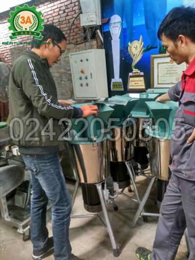 Anh Tám xem sản phẩm máy băm nghiền đa năng 3A2,2Kw 220V (phễu vuông)
