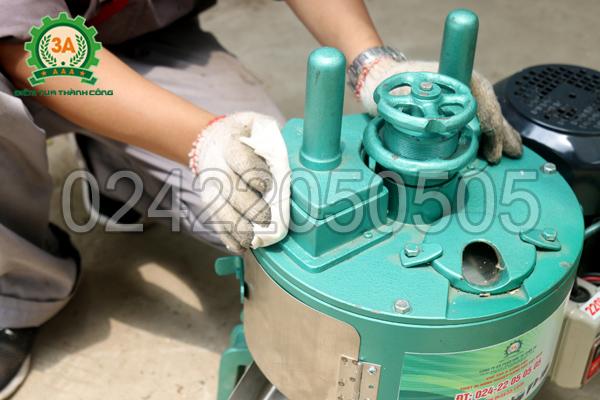 Thân máy thái cây thuốc 3A750W được chế tạo từ gang đúc