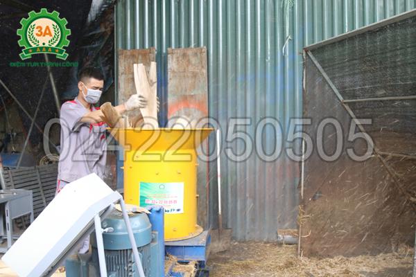 Máy xay xơ dừa, rơm rạ 3A15Kw là sản phẩm do nhà sáng chế Nguyễn Hải Châu chế tạo
