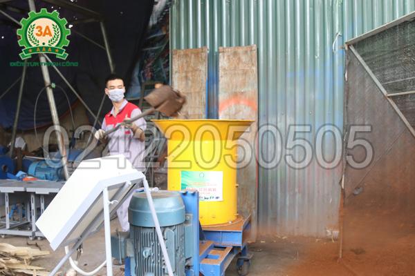 Máy xay xơ dừa, rơm rạ 3A15Kw được chế tạo với chất liệu chất lượng cao, tuổi thọ sử dụng lâu dài.