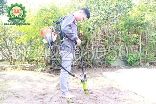 Sử dụng Máy khoan lỗ trồng cây con 3A giúp tiết kiệm nhân công