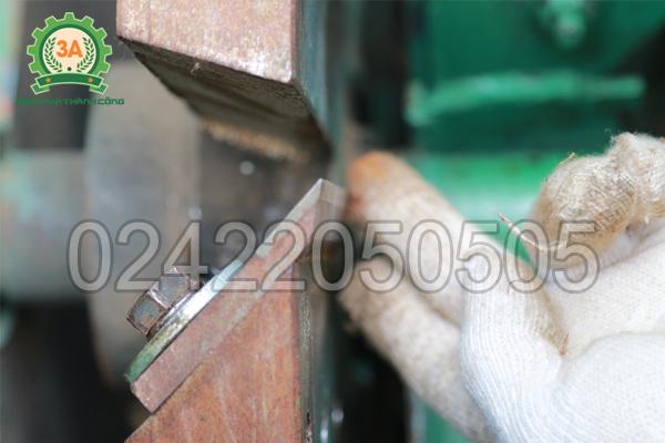Lưỡi dao cứng và sắc bén của Máy băm gỗ 3A11Kw