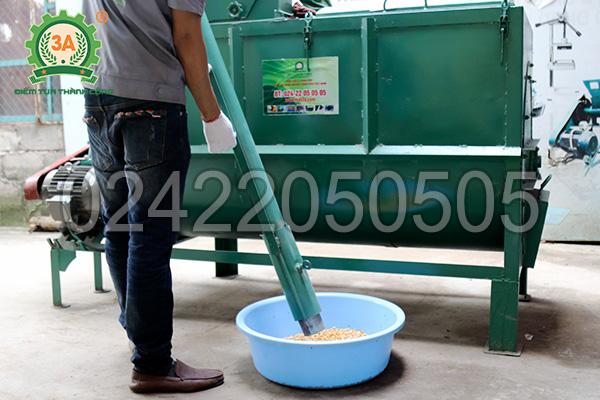 Điều chỉnh vòi hút sản phẩm của máy nghiền trộn thức ăn chăn nuôi 3A