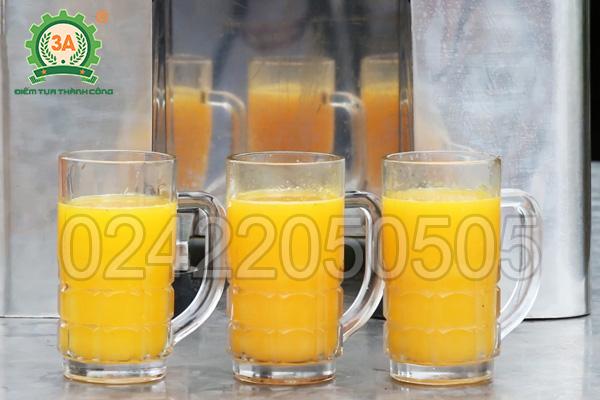 Nước cam tươi được vắt bằng máy vắt nước cam 3A