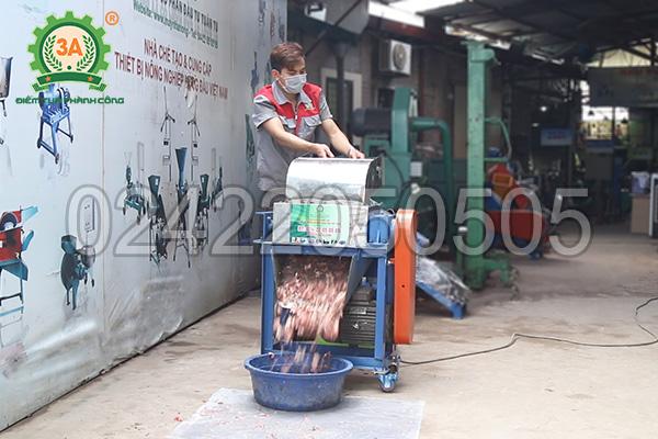 Máy cắt cá 3A4Kw giúp chế biến thức ăn cho cá dễ dàng