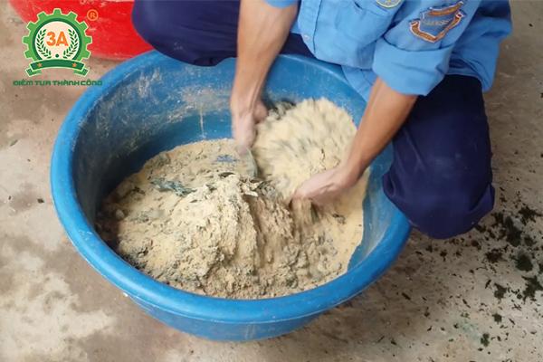 Kỹ thuật nuôi thỏ sinh sản: Phối trộn thức ăn tinh cho thỏ