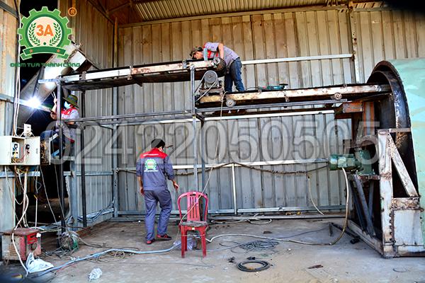 Kỹ thuật viên 3A lắp đặt máy sấy mùn cưa tại Bình Phước
