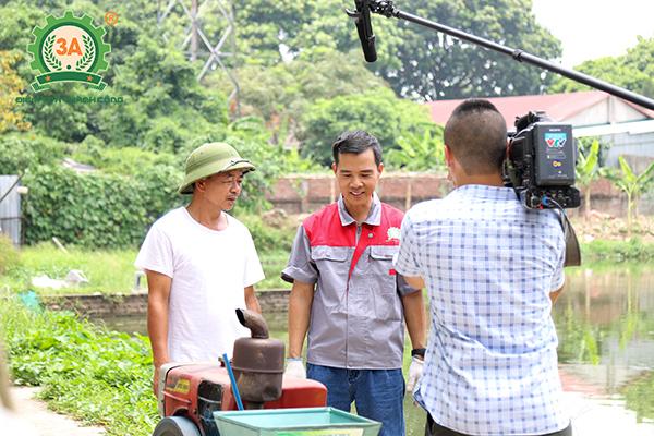 Ảnh: Sử dụng các loại máy nông nghiệp hiện đại sẽ giúp bà con tiết kiệm chi phí, công sức và thời gian lao động.
