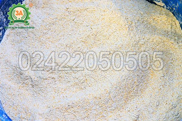 Cám ngô nghiền bằng Máy băm nghiền đa năng 3A2,2Kw (Phễu vuông - Động cơ rời)