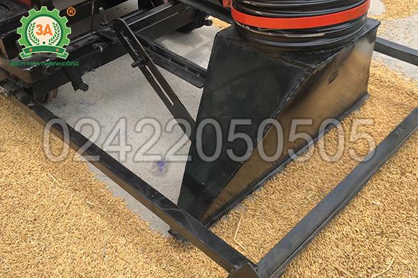 Cần gạt nguyên liệu của máy hút lúa vào bao 3A6,5Hp