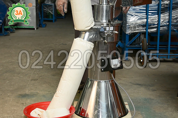 Máy xay bột khô siêu mịn 3A2,2Kw bằng inox cao cấp