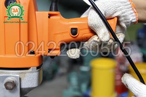 Máy hút hạt cầm tay 3A rất dễ dàng để điều khiển