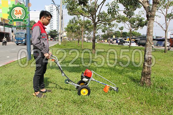 Máy cắt cỏ đẩy tay 3A có thiết kế nhỏ gọn, chắc chắn