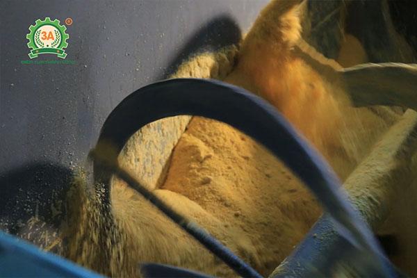 Bàn giao dây chuyền máy ép cám viên 3A tại Mường Toong (12)