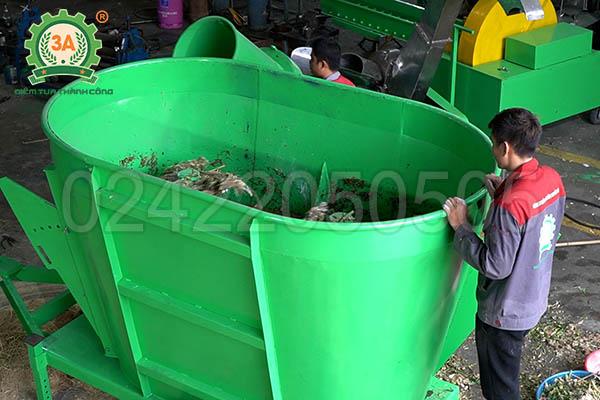 Máy trộn thức ăn cho bò đi động 3A (13)
